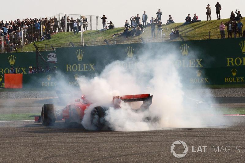 Max Verstappen, Red Bull Racing RB14 and Sebastian Vettel, Ferrari SF71H crash