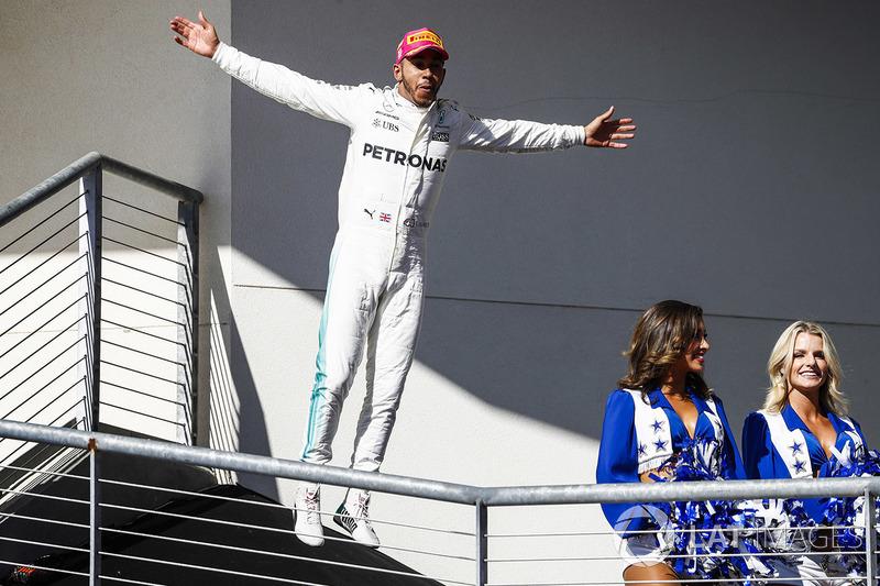 Podio: ganador de la carrera Lewis Hamilton, Mercedes AMG F1 celebra enel podio