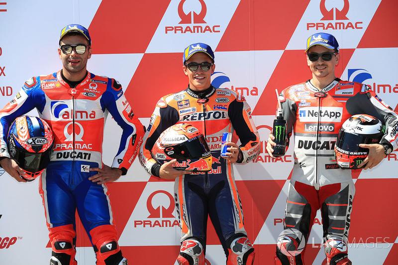 Pole Marc Marquez, Repsol Honda Team, segundo clasificado Danilo Petrucci, Pramac Racing, tercer clasificado Jorge Lorenzo, Ducati Team