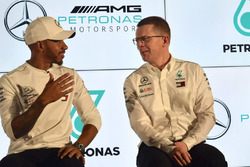 Lewis Hamilton, Mercedes-AMG F1, Andy Cowell, Mercedes AMG High Performance Powertrains Managing Director