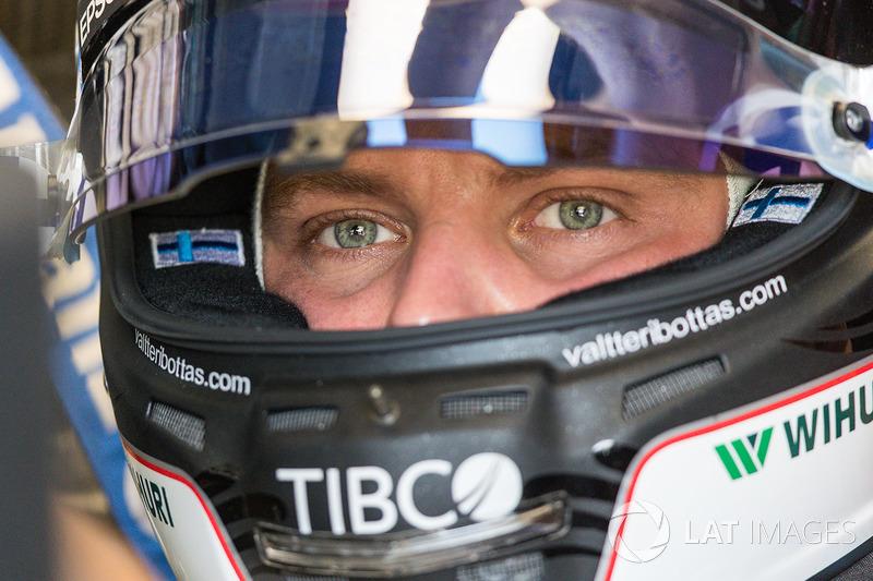 Valtteri Bottas seguiu Hamilton de perto e foi segundo nos dois treinos