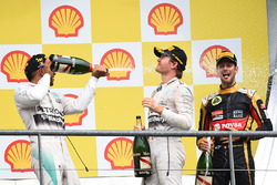Podio: Lewis Hamilton, Mercedes AMG F1, Nico Rosberg, Mercedes AMG F1 y Romain Grosjean, Lotus F1 Te