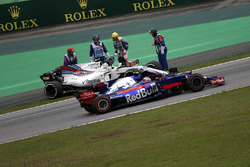 Pierre Gasly, Scuderia Toro Rosso STR12 passes the car of Lance Stroll, Williams FW40 after stopping on track in FP3
