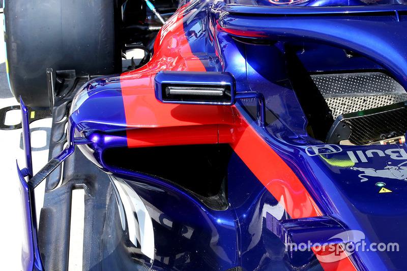 Toro Rosso STR13 espejo
