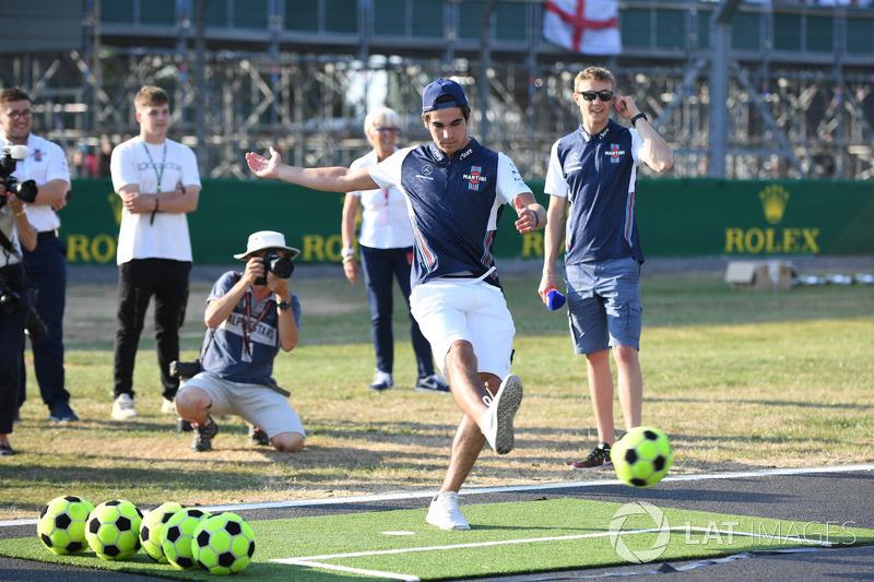 Lance Stroll, Williams, gioca a calcio