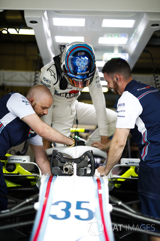 Sergey Sirotkin, Williams Racing, enters his cockpit