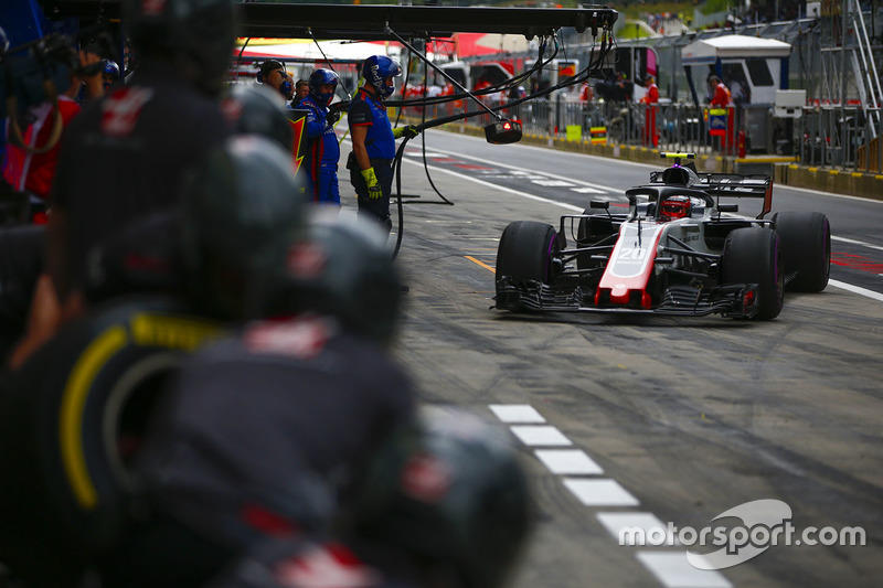 Kevin Magnussen, Haas F1 Team VF-18, comes into the pits