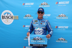 Il poleman Kevin Harvick, Stewart-Haas Racing, Ford Fusion Busch Light