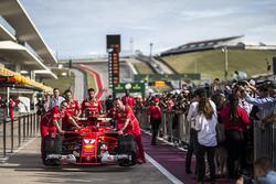 Ferrari mekanikerleri Ferrari SF70H'le