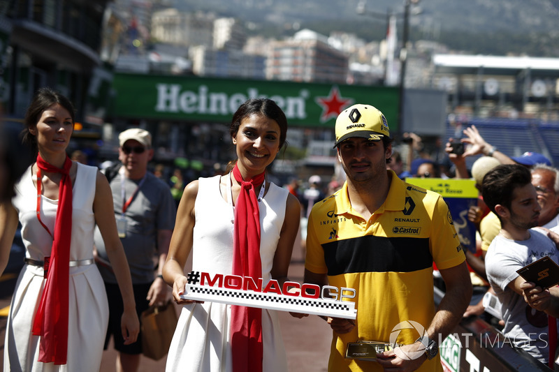 Carlos Sainz Jr., Renault Sport F1 Team with a Monaco GP girl