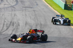 Max Verstappen, Red Bull Racing RB13, leads Lewis Hamilton, Mercedes AMG F1 W08