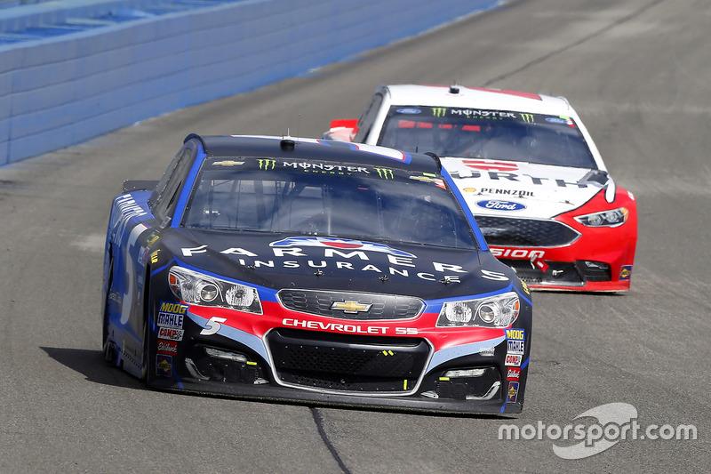 Kasey Kahne, Hendrick Motorsports Chevrolet y Brad Keselowski, Team Penske Ford