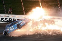 Aric Almirola, Richard Petty Motorsports Ford, Danica Patrick, Stewart-Haas Racing Ford, Joey Logano, Team Penske Ford in a huge crash