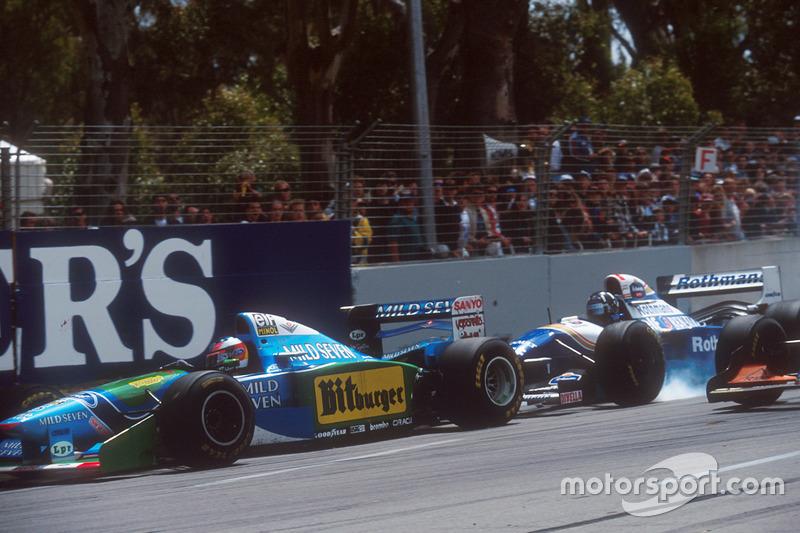 Damon Hill, Williams FW16B Renault bloque une roue au freinage et manque de percuter Michael Schumacher, Benetton B194 Ford