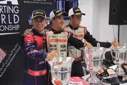 Karol Basz, Kosmic; Pedro Hiltbrand, CRG; dan Felice Tiene, CRG, di konferensi pers CIK FIA World Championship