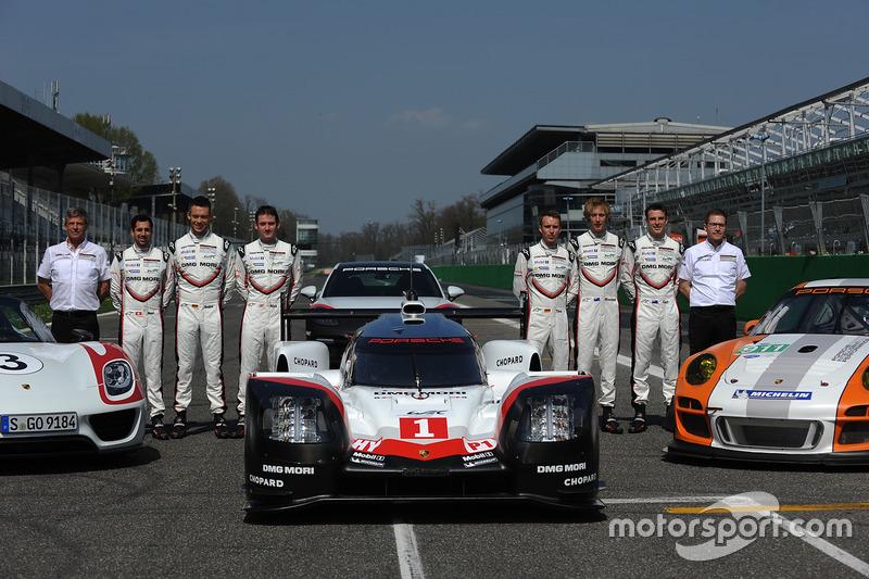 Andreas Seidl, director de Porsche Team, Fritz Enzinger, Vice Presidente LMP1 Porsche Team, Timo Bernhard, Earl Bamber, Brendon Hartley, Neel Jani, Andre Lotterer, Nick Tandy, durante el lanzamiento de Porsche Team