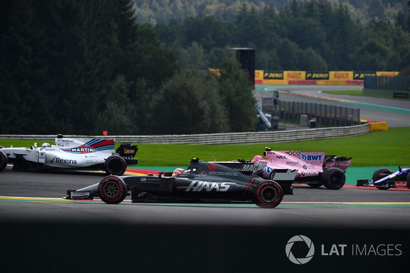 Кевін Магнуссен, Haas F1 Team VF-17, за межами траси