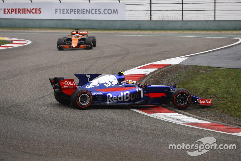 Fernando Alonso fue espectador en primera fila de la lucha del madrileño