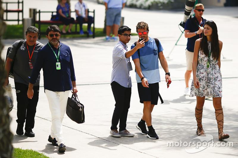 Фернандо Алонсо, McLaren, з уболівальником