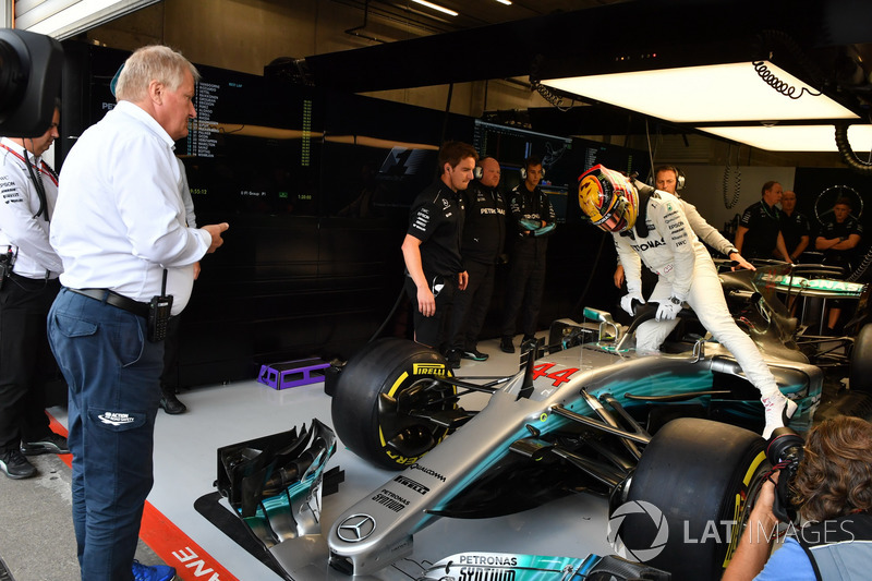 Jo Bauer, FIA Technical Delegate watches Lewis Hamilton, Mercedes-Benz F1 W08 with halo