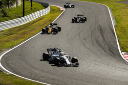 Felipe Massa, Williams FW40, Nico Hulkenberg, Renault Sport F1 Team RS17