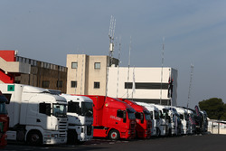 Camiones en el paddock