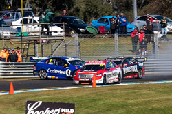 Crash: Todd Hazelwood, Brad Jones Racing Holden, Jonothan Webb, Tekno Autosports Holden