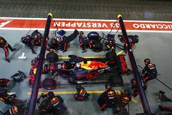 Daniel Ricciardo, Red Bull Racing RB13 pits