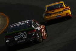 Joey Logano, Team Penske Ford, Kasey Kahne, Hendrick Motorsports Chevrolet