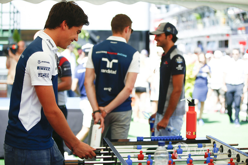 Lance Stroll, Williams, Juega fútbol de mesa