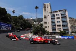 Kimi Raikkonen, Ferrari SF70H, Sebastian Vettel, Ferrari SF70H, Valtteri Bottas, Mercedes AMG F1 W08, at the start of the race