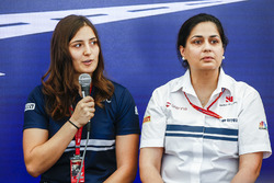 Tatiana Calderon , Sauber, Entwicklungsfahrerin;  Monisha Kaltenborn, Sauber, Teamchefin