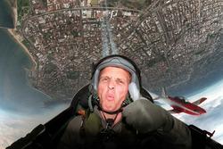Johnny Herbert, Stewart Grand Prix se une al equipo acrobático Royal Australian Air Force