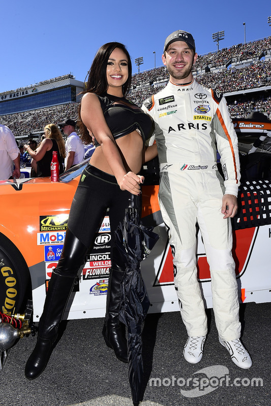 Daniel Suárez, Joe Gibbs Racing, Toyota, mit Monster-Girl