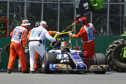 Marshals recover the car of Pascal Wehrlein, Sauber C36