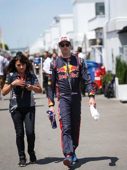 Daniil Kvyat, Scuderia Toro Rosso, mit Fabiana Valenti, Toro-Rosso-Pressesprecherin