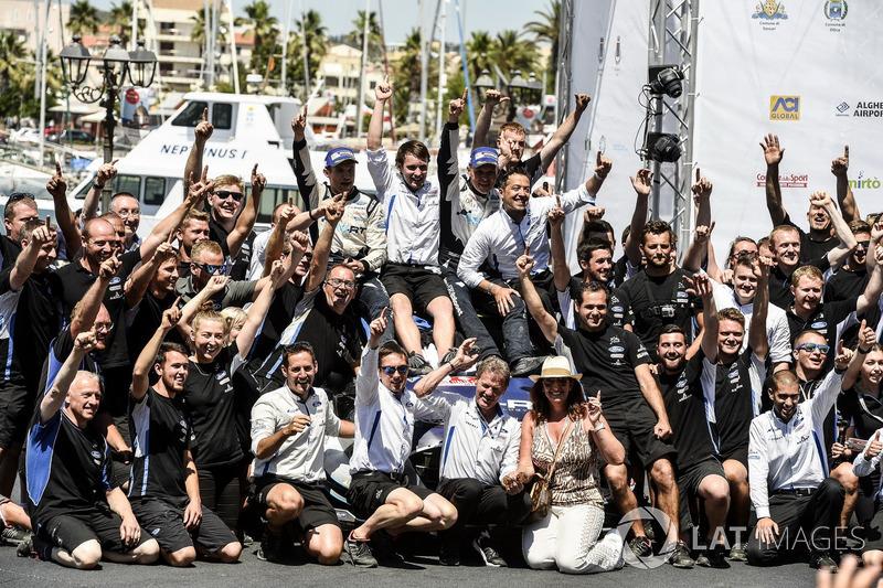 Rally winners Ott Tänak, Martin Järveoja, M-Sport, Ford Fiesta WRC celebratt with the team
