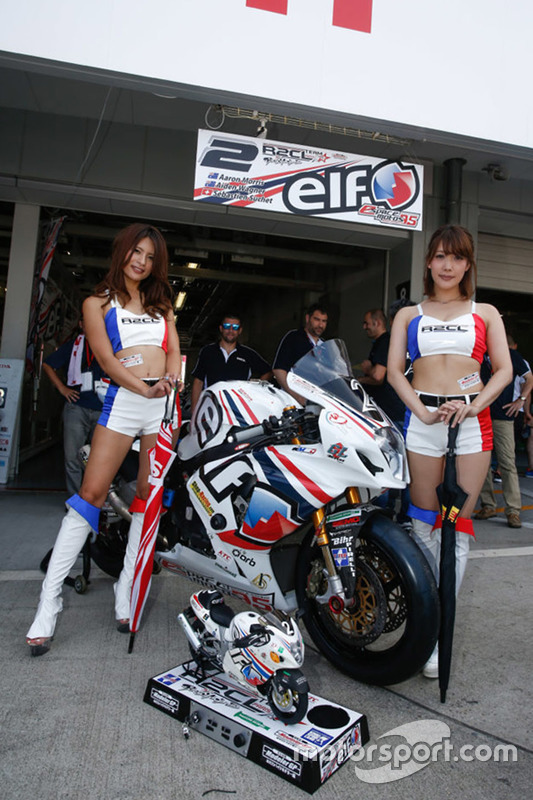De charmantes grid girls Team R2CL