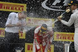 Podium: Sieger Nico Rosberg, Mercedes AMG F1 Team; 2. Sebastian Vettel, Ferrari