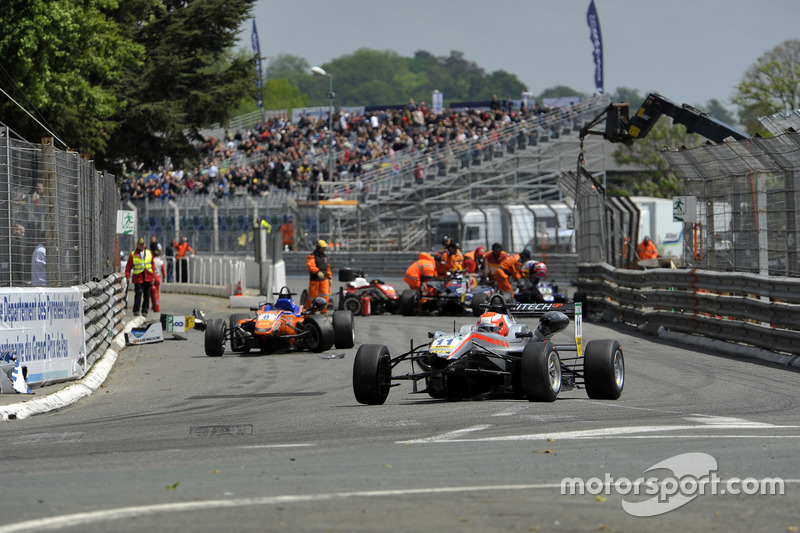 Yellow flags, crash, track guards, Nikita Mazepin  HitechGP Dallara F312 – Mercedes-Benz