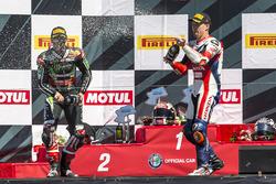 Подіум суботньої гонки: переможець Джонатан Рей, Kawasaki Racing Team, третє місце Нікі Хейден, Hon