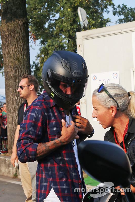 Lewis Hamilton, Mercedes AMG F1 pist geliyor