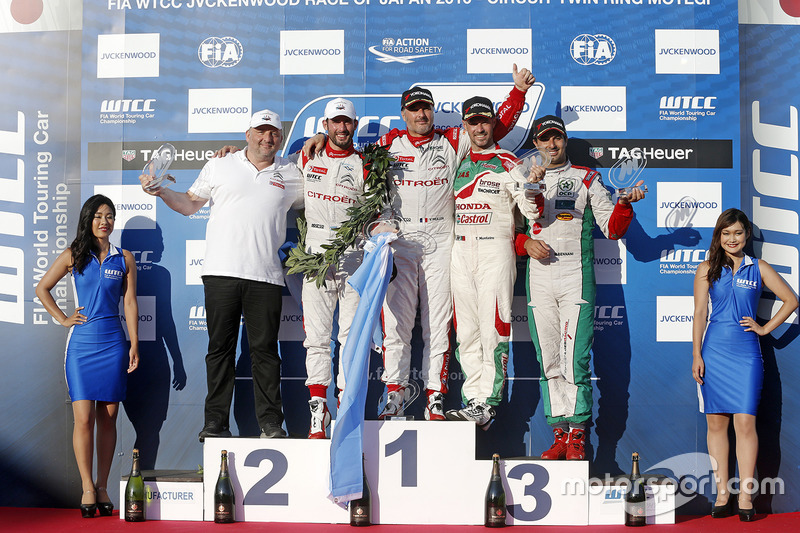 Podium: winner Yvan Muller, Citroën World Touring Car Team, second place José María López, Citroën World Touring Car Team, third place Tiago Monteiro, Honda Racing Team JAS, independent winner Mehdi Bennani, Sébastien Loeb Racing