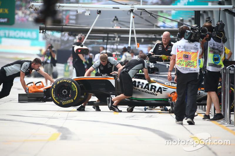 Nico Hulkenberg, Sahara Force India F1 VJM09 in the pits