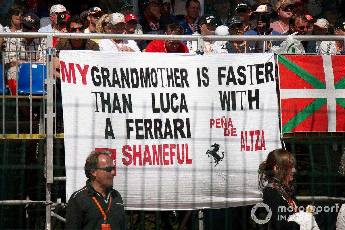 Fans make their feelings known about Luca Badoer, Ferrari