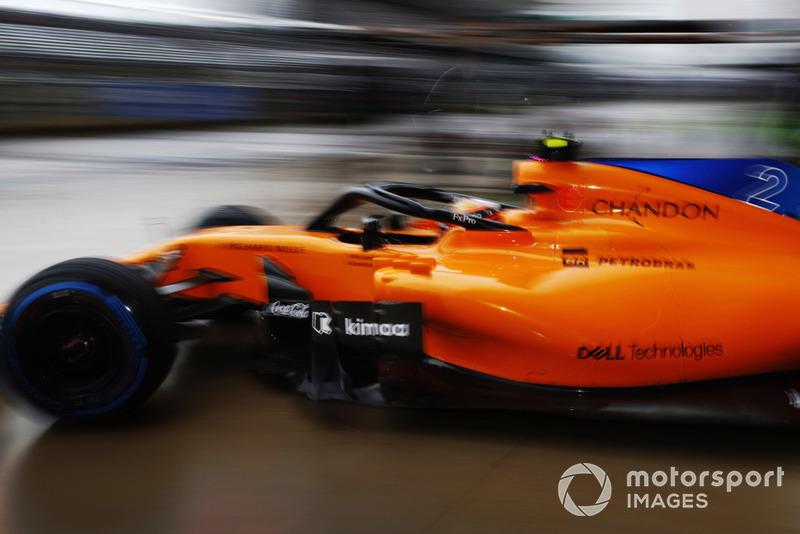 Stoffel Vandoorne, McLaren MCL33, quitte les stands
