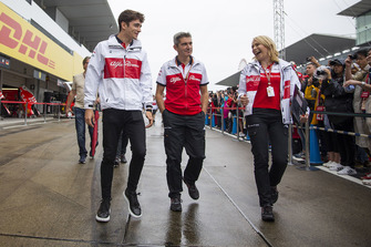 Charles Leclerc, Sauber with Xevi Pujolar, Sauber Head of Track Engineering and Ruth Buscombe, Sauber Race Strategist