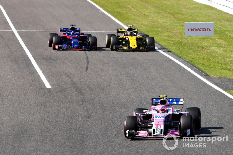Esteban Ocon, Racing Point Force India VJM11, Brendon Hartley, Scuderia Toro Rosso STR13 ay Carlos Sainz Jr., Renault Sport F1 Team R.S. 18