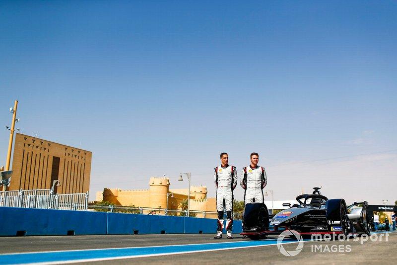Sébastien Buemi, Nissan e.Dams, Oliver Rowland, Nissan e.Dams, pose for a photo