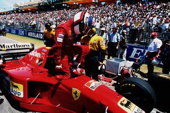 Jean Alesi, Ferrari 412T2, prima della partenza